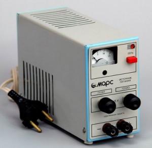 Источник питания выпрямитель 300x293 оборудование по физике для школ