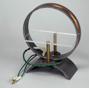 Катушка моток демонстрационная 300x297 оборудование по физике для школ